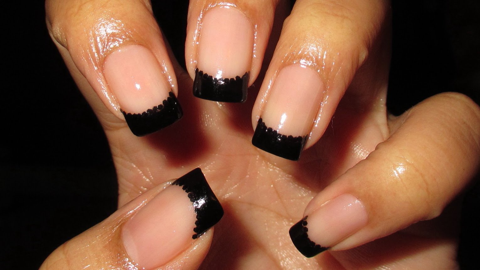 These Black & Black Glitter French Tip Nails Are A Classy Look For ...