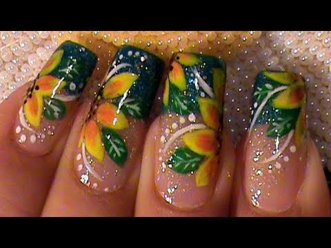 Get Detailed With This Gorgeous Yellow Summer Flowers Nail Art